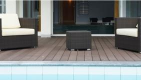 Außenbereich Pool und Sitzecke