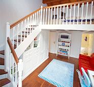Treppe mit Hochbett