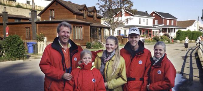 Ein Familienbild der Reise durch Kanada