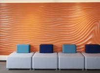 Orangene Wandfarbe mit Muster