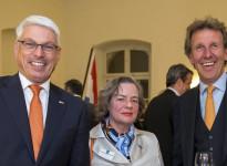 Generalkonsul Peter Vermeij, Barbara Rollmann-Borretty und Innenarchitekt Sebastian Minarik beim Königstag 2016